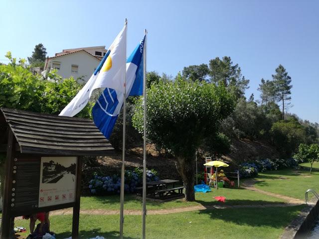 Praia do Pessegueiro com Bandeira Azul