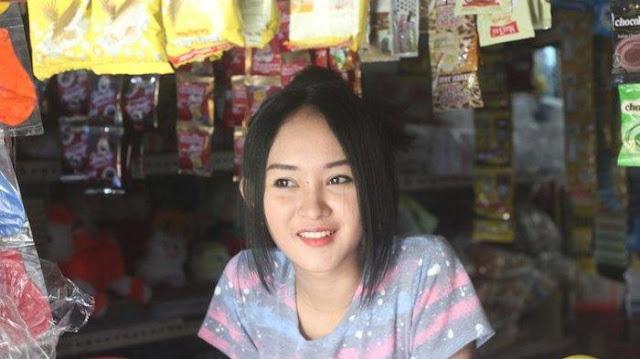 Penjaga Warung Kopi di Cianjur Curi Perhatian karena Parasnya Mirip Anya Geraldine