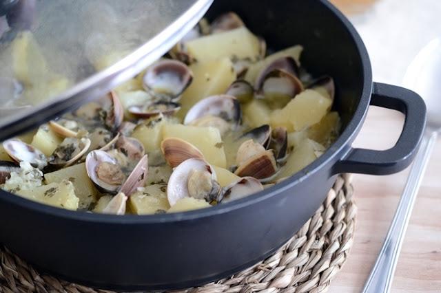 receta-de-patatas-con-almejas