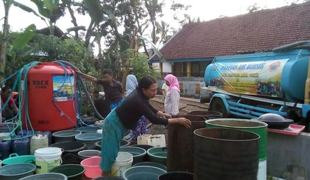 Suplai air bersih untuk warga