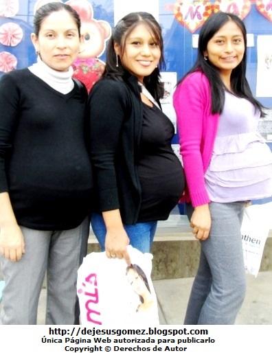 Foto de mujeres embarazadas con lindas sonrisas. Foto de embarazadas de Jesus Gómez