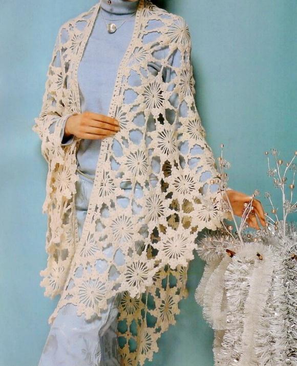 Crochet shawl using lace crochet motifs with crochet patterns for autumn