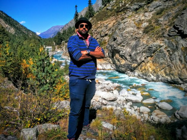Photo pitstop by the Baspa river while trekking from Chitkul to Sangla