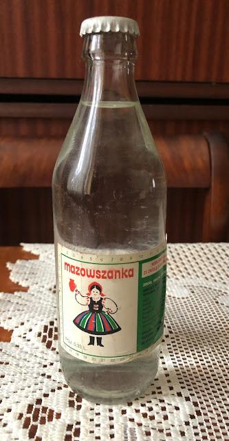 Woda mineralna w szklanej butelce