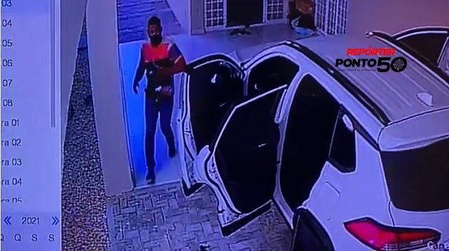 Quadrilha invade casa e rouba arma e pertences de Promotor no bairro Noivos