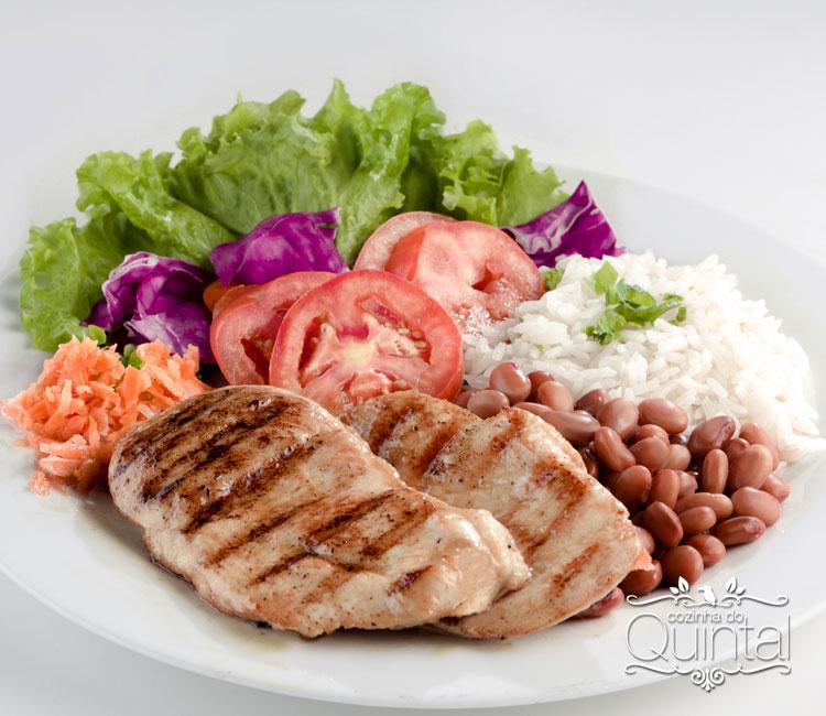 Definição do cardápio e cálculo das quantidades de alimentos, na Cozinha do Quintal