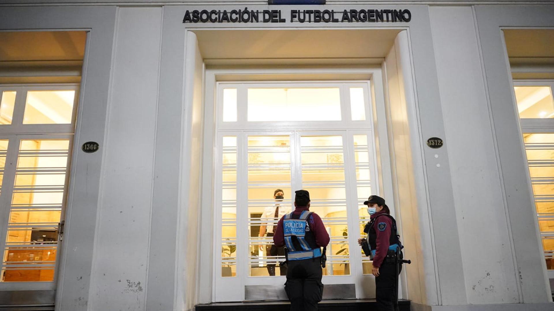 La Policía Federal realiza un operativo en la AFA por una causa de defraudación y lavado de dinero