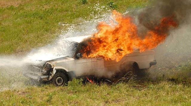 Teljes terjedelmében égett egy autó Besenyődön