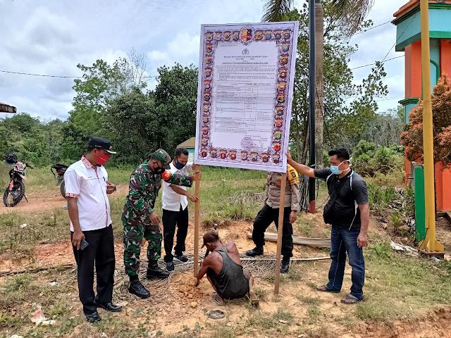 Polsek Cempaga Hulu Pasang Spanduk Besar Maklumat Kapolda Kalteng Tentang Larangan Membakar Hutan dan Lahan