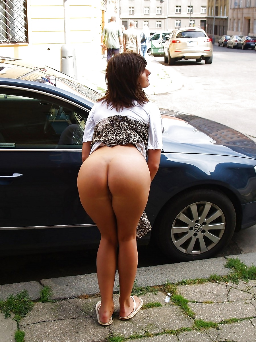 nude-public-street-butt-cock-roping