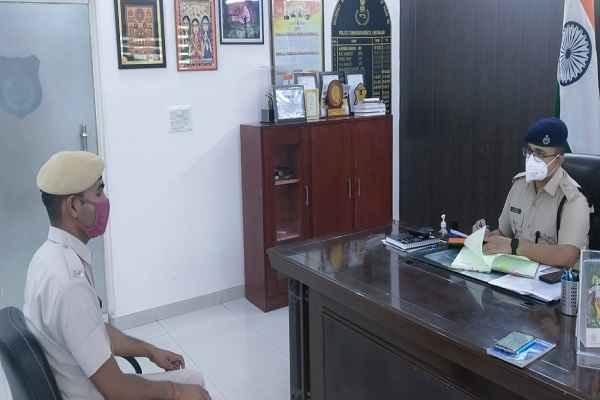 faridabad-dcp-dr-arpit-jain-take-interview-13-policemen
