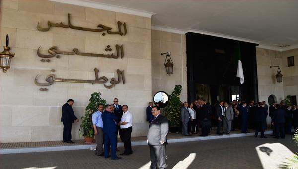 يشرع المجلس الشعبي الوطني اليوم في رفع الحصانة عن نائبين تعرف عليهما