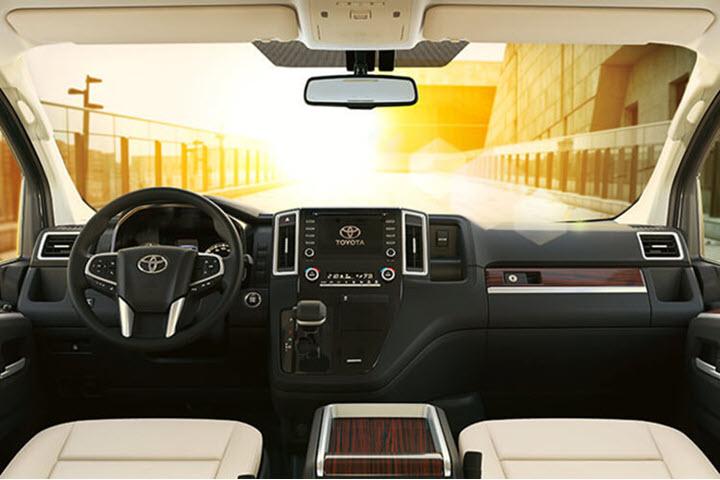 Toyota Granvia 'đe dọa' Mercedes-Benz V-Class tại Việt Nam?