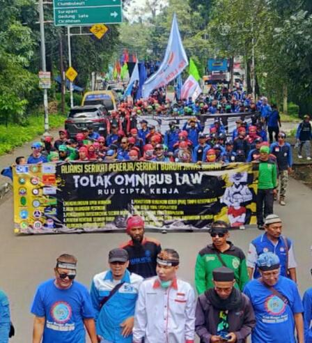 15.000 Buruh Tetap Aksi di Tengah Paparan Virus Corona Menolak RUU Omnibus law