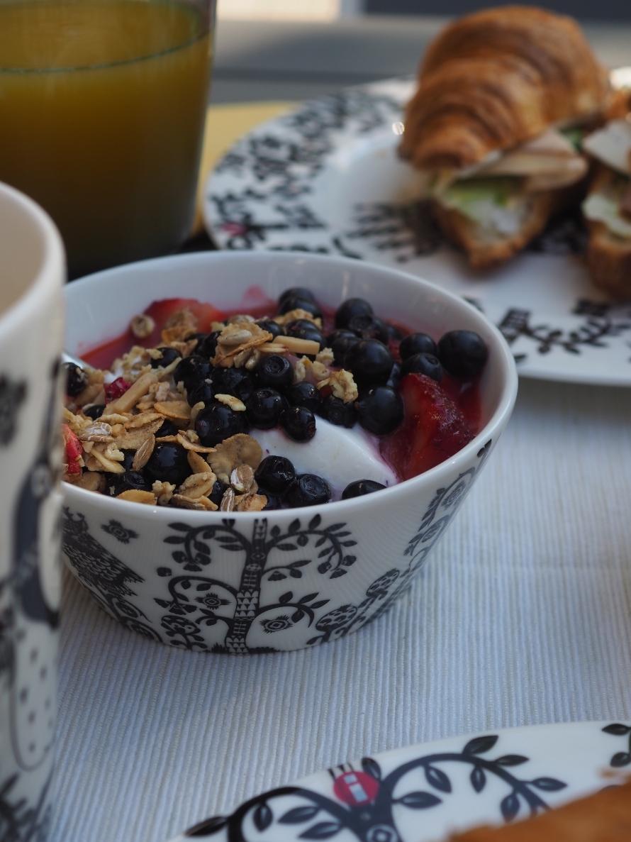 Aamiainen terassilla