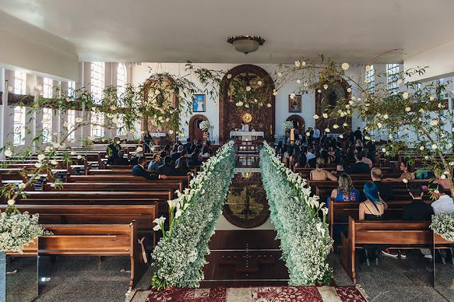 casamento real, igreja são judas, decoração branca, áster e copo de leite, tapete de espelho, passarela espelhada