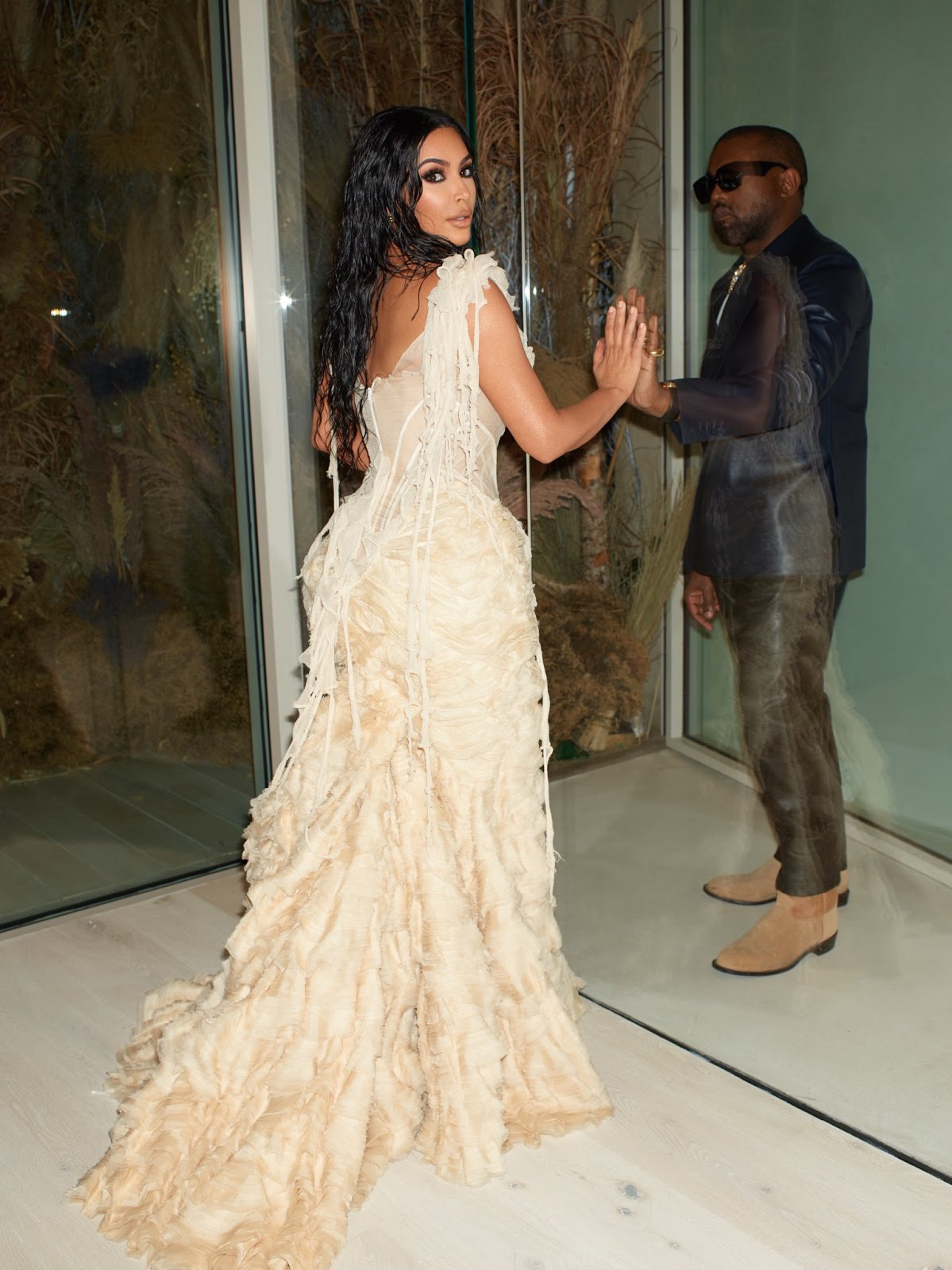 Kim Kardashian and Kanye West dazzles at Vanity Fair Oscars party