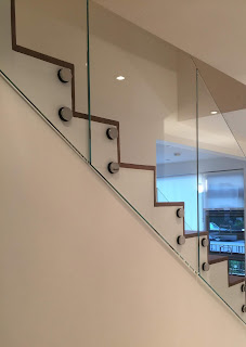 5 Undeniable Benefits of Glass Rail