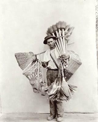 Resultado de imagen para vendedor de escobas 1810