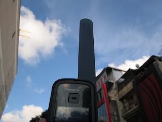 antena satelit Inmarsat harus tetap menghadap langit