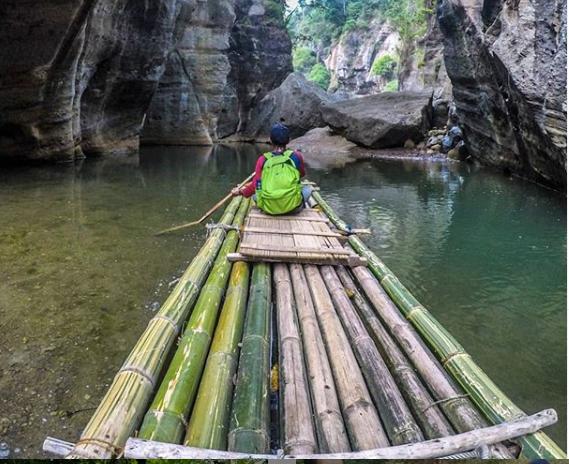 Suguhan Keindahan Air Terjun Cikahuripan Bandung