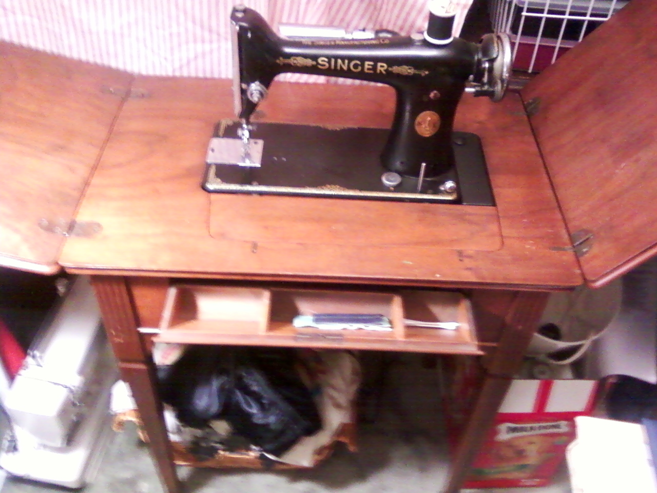 Tip out drawer holds manual, attachments & accessories, Singer 101 in  library table