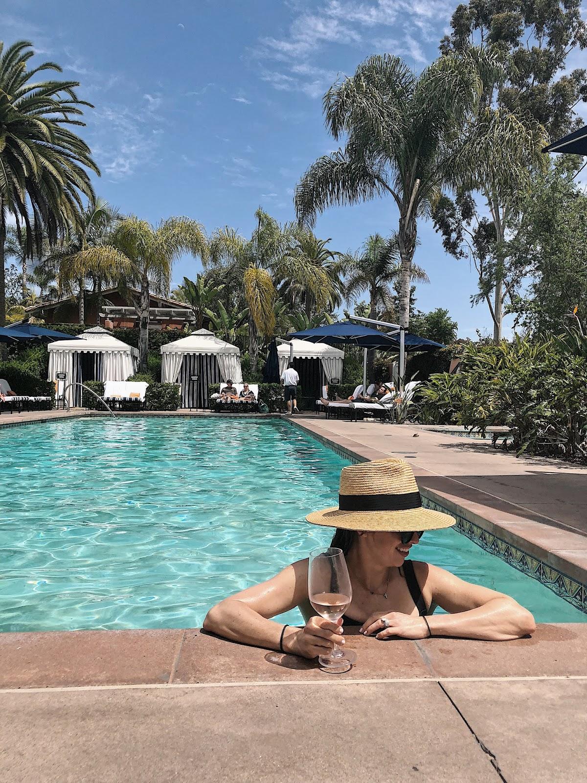blogger poolside