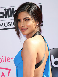 Priyanka Chopra Boobs Cleavages11.jpg
