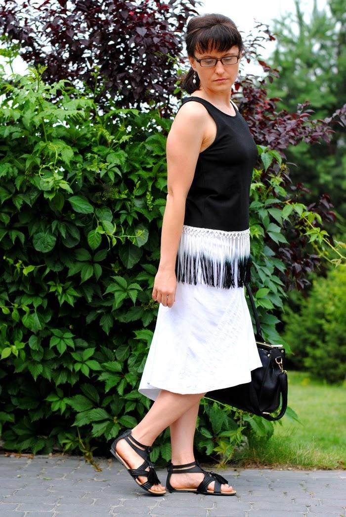 biało czarna stylizacja na lato