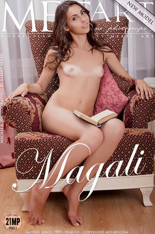 Magali_A_Presenting Ggeeerig 2013-11-08 Magali A - Presenting 11270