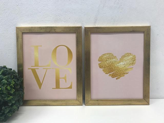 Quadros Love e Coração. Fundo rosa e estampa dourada em moldura ouro velho com vidro.