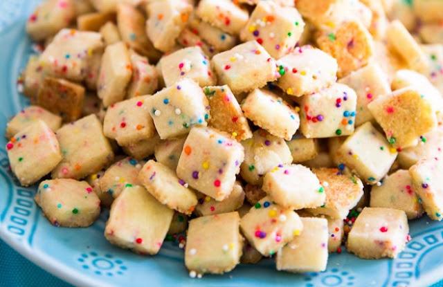 Funfetti Shortbread Bites #cookies #cake