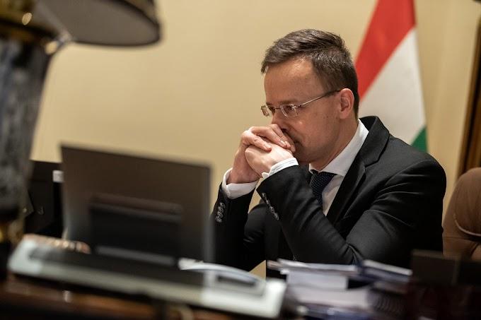 Szijjártó Péter Jourovát és társait kérdezte Petry kirúgásáról