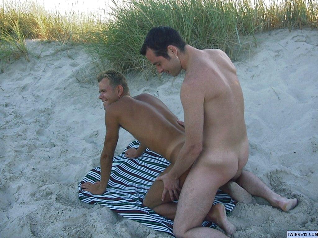 gay spiati fra le dune
