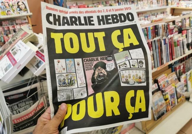 Inversion des valeurs : quand le magazine d'extrême-gauche Regards pastiche Charlie Hebdo