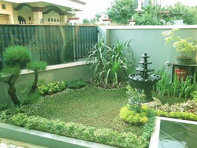taman rumah minimalis dengan ornamen air mancur mungil