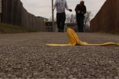 kulit pisang, terpeleset kulit pisang, komedi terpeleset kulit pisang, komedi kulit pisang
