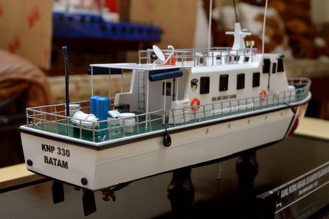 pengrajin pembuat produsen miniatur kapal patroli knp 330 bakamla kplp batam rumpun artwork planet kapal indonesia