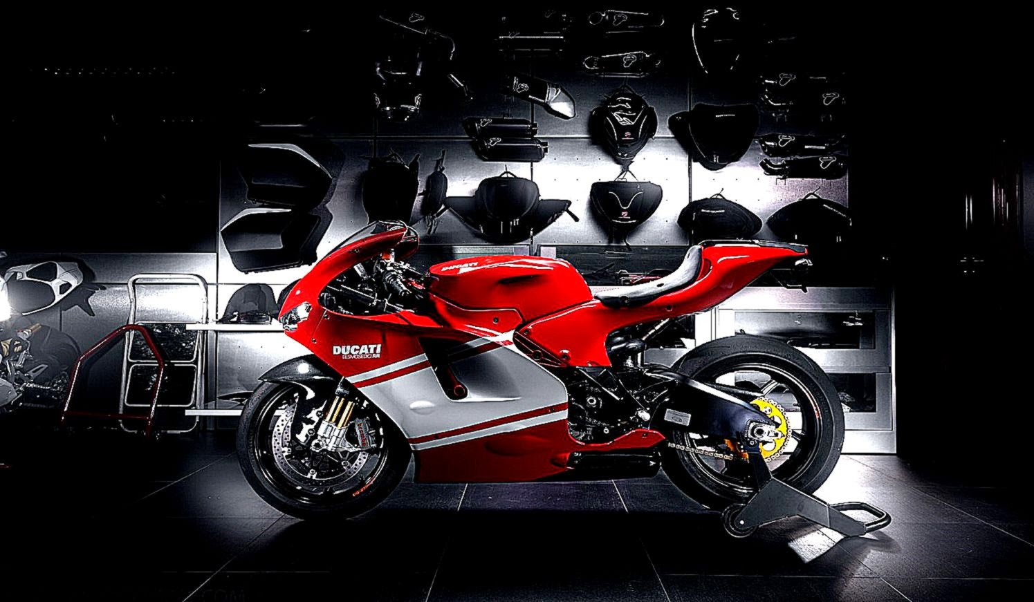 Red Ducati Desmosedici RR HD Wallpaper   ZoomWalls