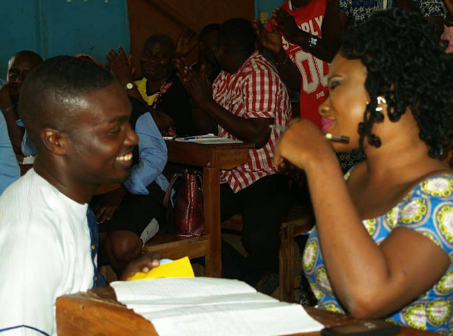 Blog reader proposes to girlfriend inside examination hall