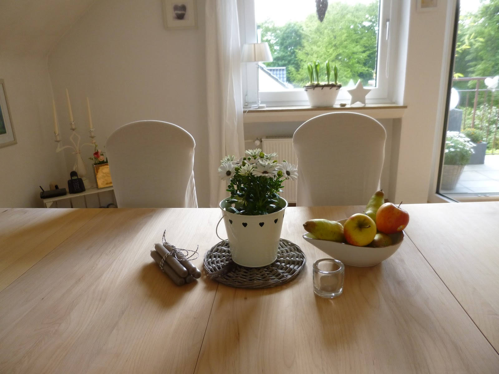 heidekind ende der tisch aktion. Black Bedroom Furniture Sets. Home Design Ideas