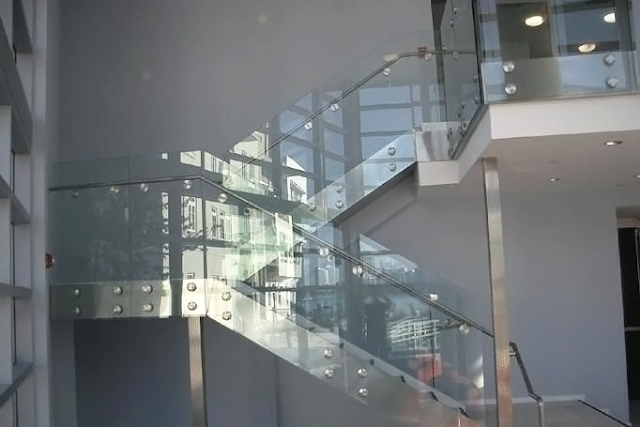 hình ảnh lan can cầu thang kính cường lực đẹp 2016