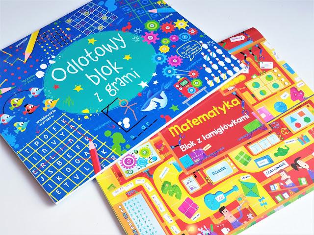 na zdjęciu dwie duże książki matematyczne z zadaniami jedna ma niebieską okładkę to odlotowy blok z zadaniami a matematyka blok z łamiglówkami ma czerwono-żółtą okładkę