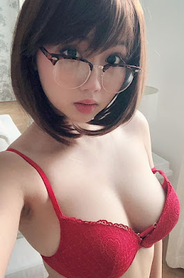 Hot and sexy photos of beautiful busty asian hottie chick Vietnamese porn model Harriet Sugarcookie photo highlights on Pinays Finest Sexy Photo Collection site.