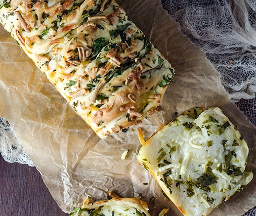 GARLIC HERB AND CHEESE PULL APART BREAD #vegetarian #healthyrecipes