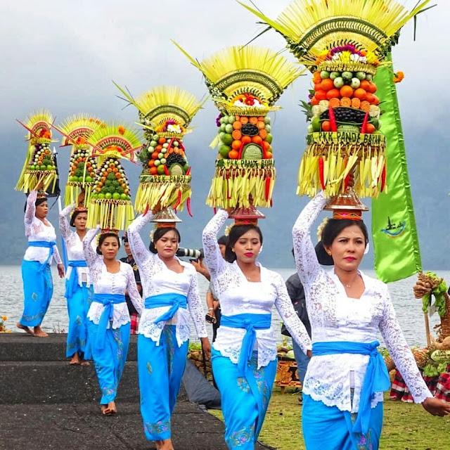 Pura Ulun Danu Beratan Bali, Pura Eksotik di Atas Danau Beratan Bedugul