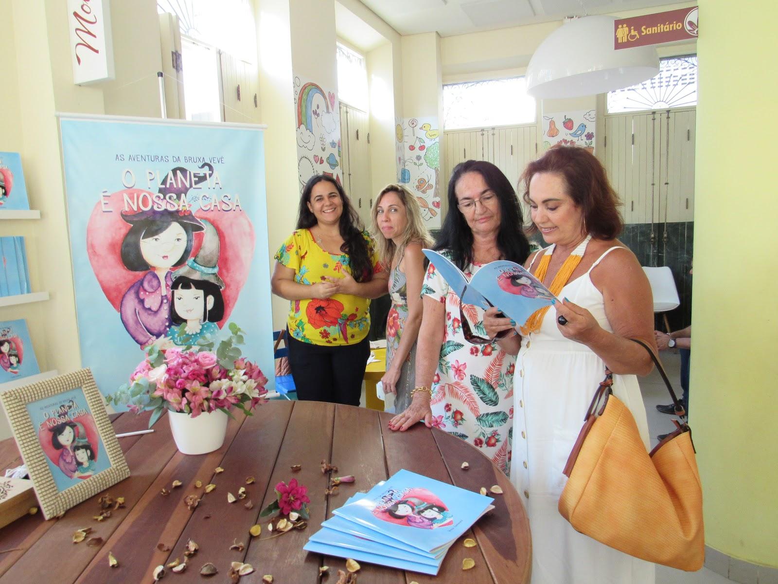 Lançamento das aventuras da bruxa Vevé com tarde de autógrafo do Rio Vermelho