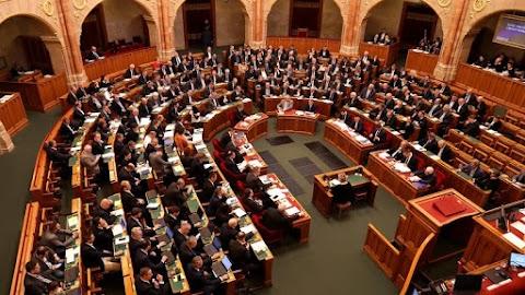 Megszavazták: megszűnnek a közigazgatási és munkaügyi bíróságok