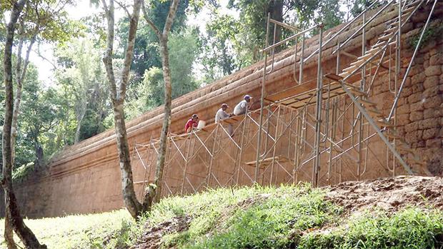Les murs d'Angkor Thom rénovés