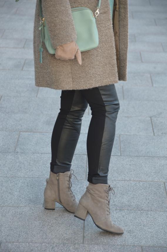 Ü40 Outfit mit Lederleggings